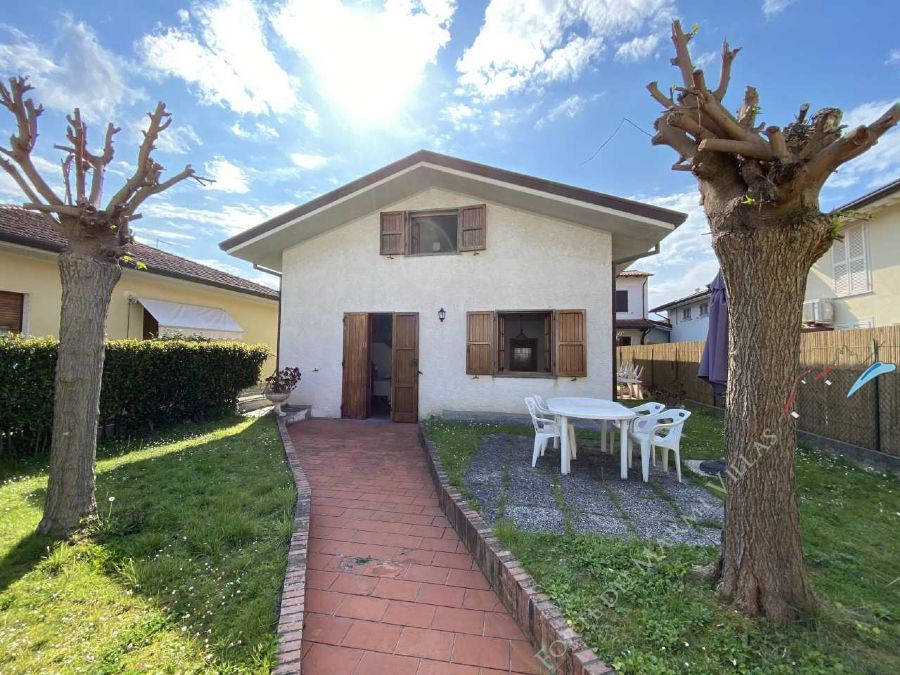 Villa Centro Forte Detached villa  for sale  Forte dei Marmi