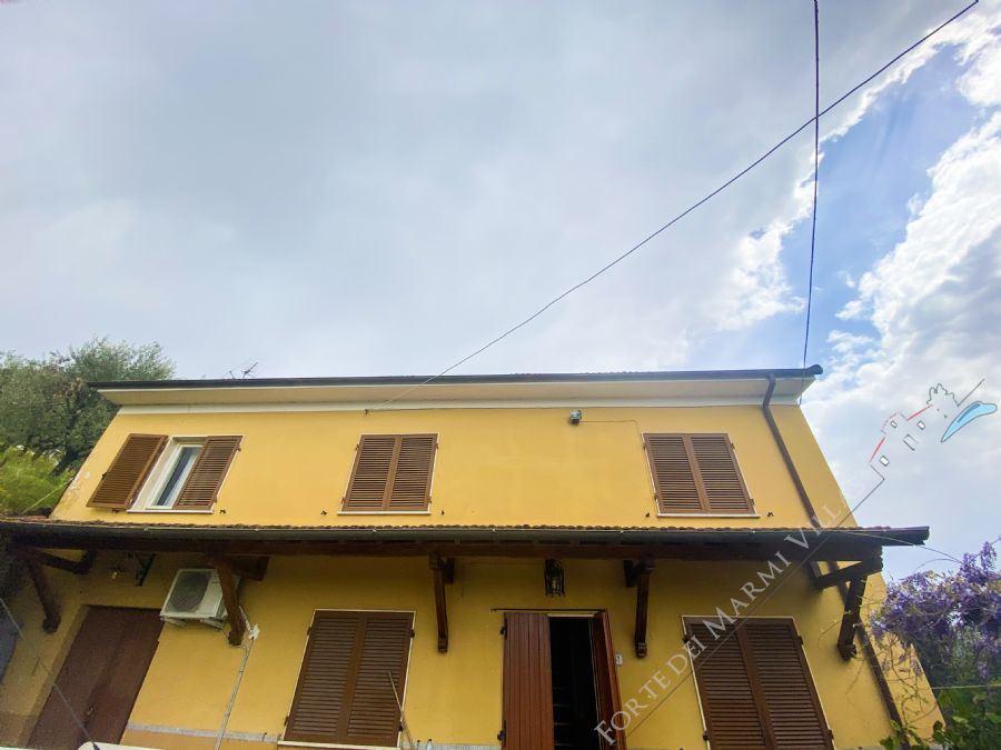 Podere La Colonica country house for sale Camaiore