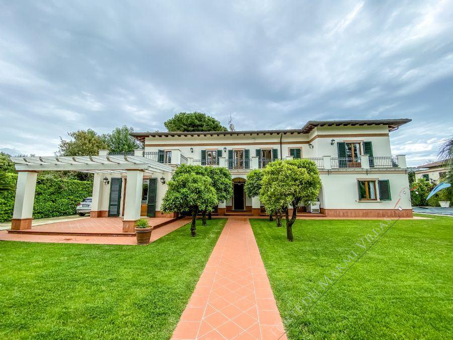 Villa Champenoise - Отдельная вилла Аренда и на продажу Форте дей Марми