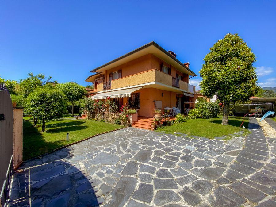 Villa Fresia villa singola in affitto Forte dei Marmi