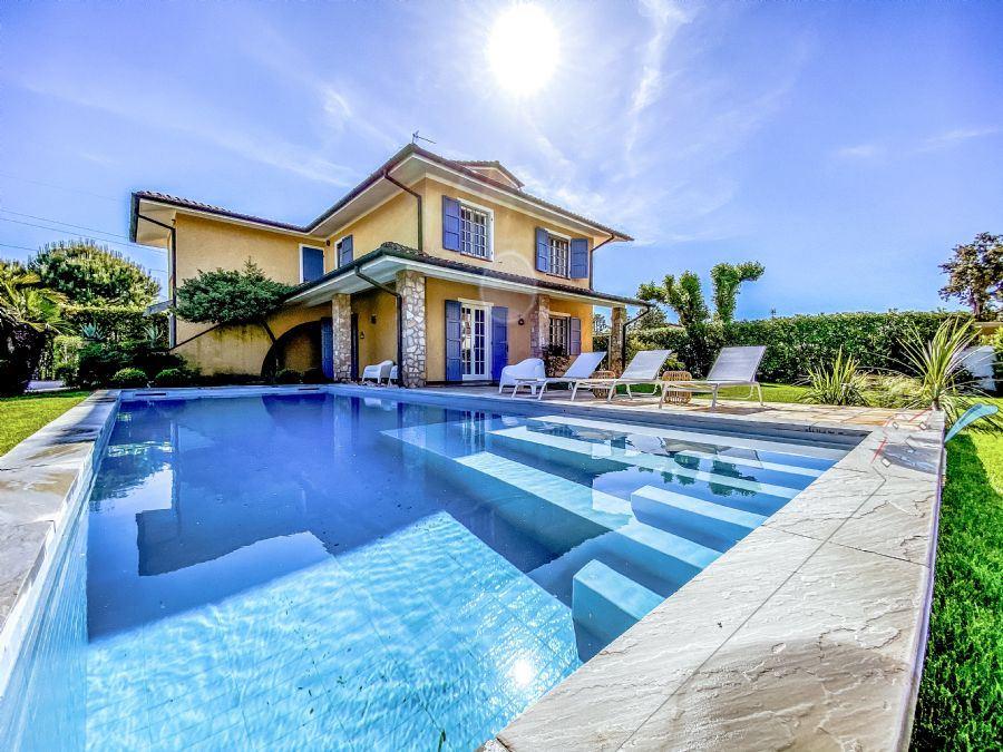 Villa Lucilla - Detached villa To Rent Forte dei Marmi
