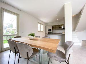 Villa Fresh : Dining room