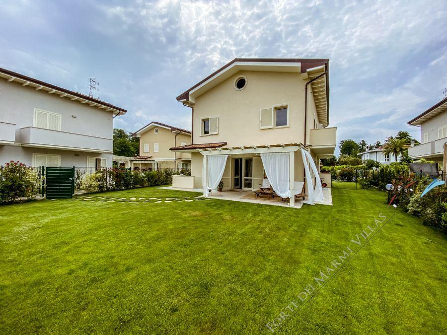 Villa Fresh - Semi detached villa To Rent Forte dei Marmi