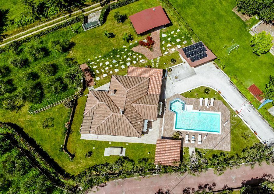Villa Horse detached villa to rent Camaiore