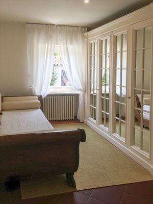 Villa Flora Roma Imperiale : спальня с односпальной кроватью