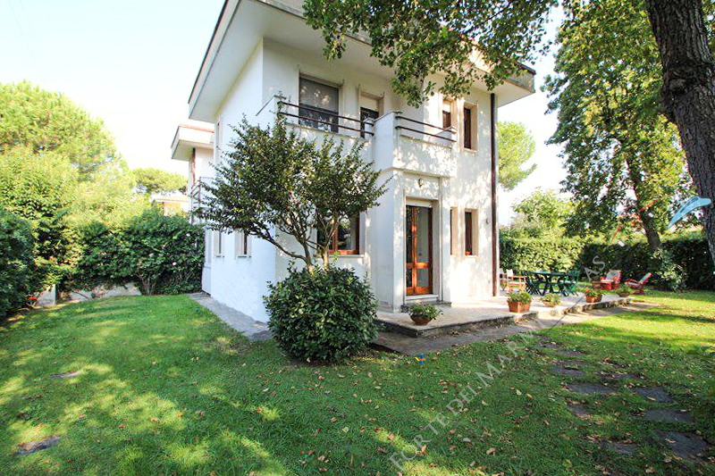 Villa Sabrina semi detached villa to rent Forte dei Marmi