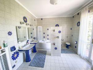 Villa Water : Ванная комната с ванной