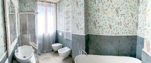 Villa Santa Lucia : Bathroom with tube