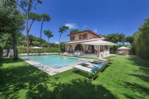 Villa Santa Lucia Villa singola  in affitto  Marina di Pietrasanta