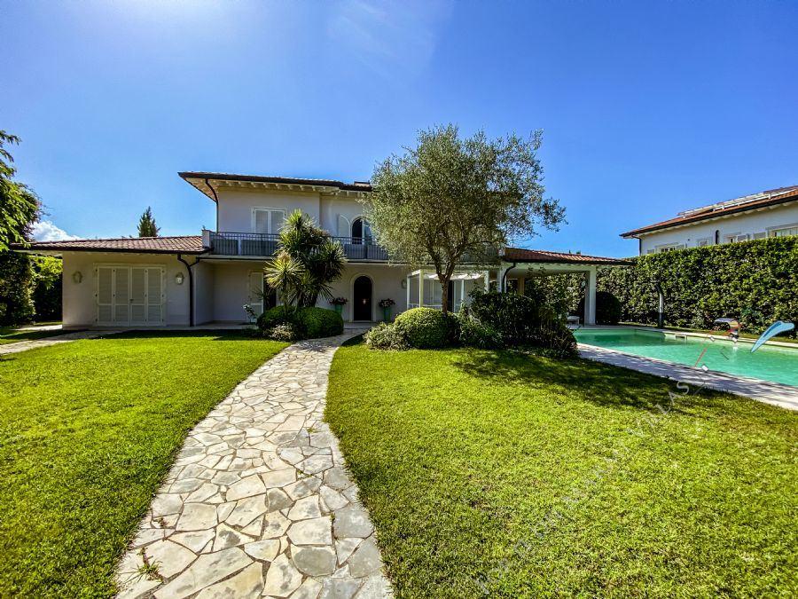 Villa Evridika detached villa to rent Forte dei Marmi