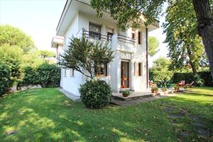 Villa Sabrina: Villa bifamiliare Forte dei Marmi