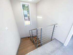 Villa Emotion View : лестница с деревянным покрытием