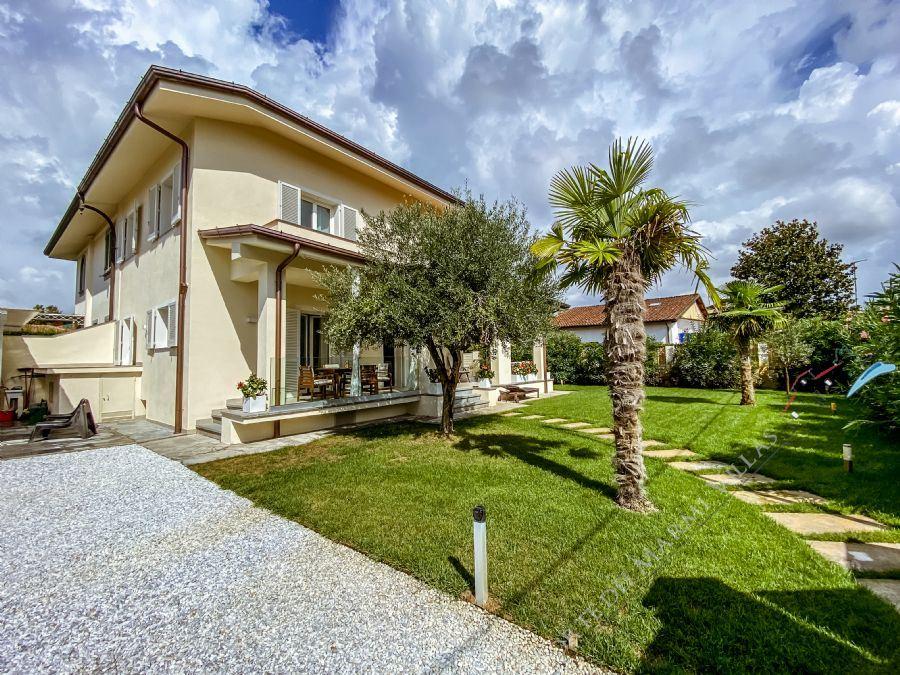 Villa Gea villa bifamiliare in affitto Forte dei Marmi
