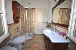 Villa   Gialla  : Bathroom with shower