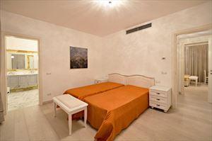 Villa Azzurra  : спальня с двумя кроватями