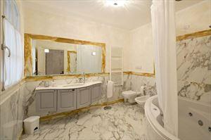 Villa Azzurra  : Ванная комната с ванной