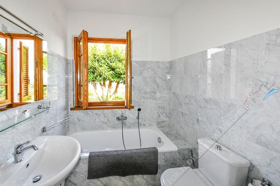 Villa Vista Camaiore : Bathroom with tube