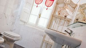 Villa Degli Aranci Lucca : Ванная комната с душем