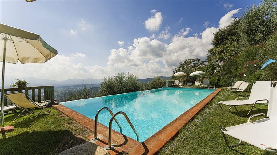 Villa Degli Aranci Lucca detached villa to rent and for sale Lucca
