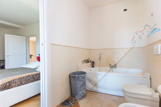Villa Gucci : Bagno con vasca