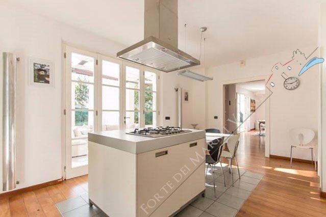 Villa dei Sogni : Kitchen