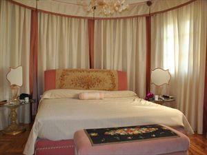 Villa Apuana  Mare  : спальня с двуспальной кроватью