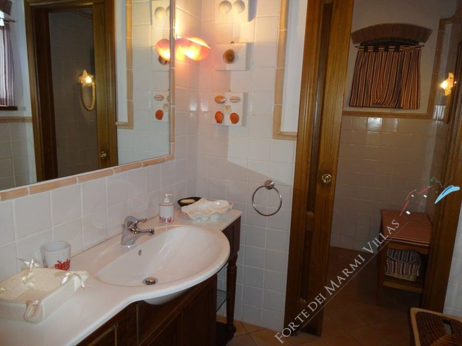 Villa Tenuta Magna  : Bathroom with shower