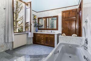 Villa  Liberty Pietrasanta  : Bagno con vasca