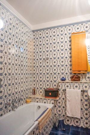 Villa Hermitage : Bathroom with tube