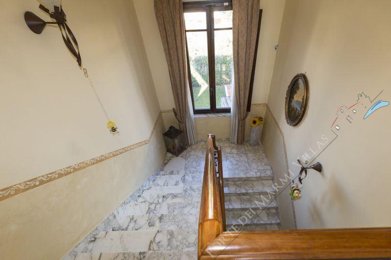 Villa  Liberty Pietrasanta  : Marble stairs