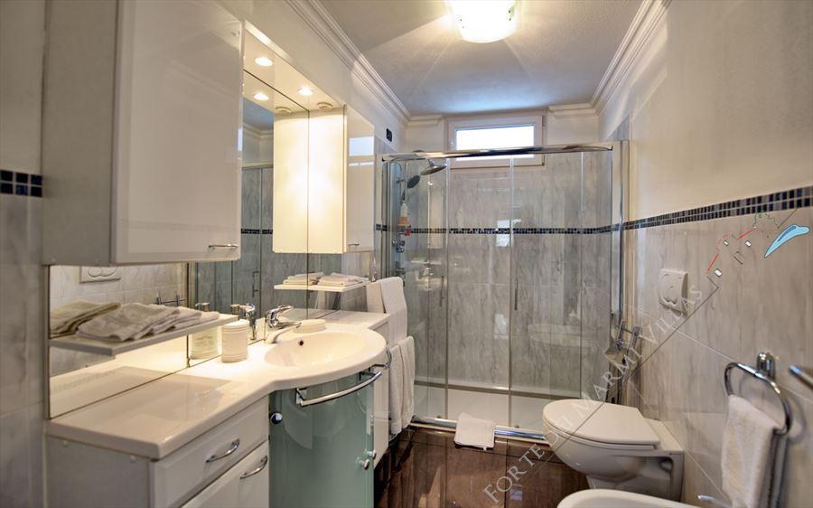 Villa Cherry : Bagno con doccia