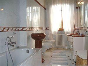 Villa Enrica : Bagno con vasca