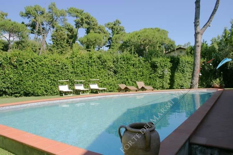 Villa Bocconcino Отдельная вилла  в аренду  Форте дей Марми