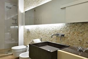 Villa Ronchi Beach  : Bathroom with shower
