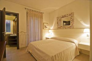 Appartamento Enea : спальня с двуспальной кроватью