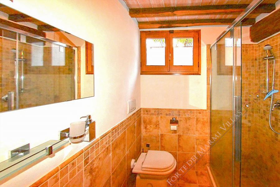 Villa Vista Camaiore : Bathroom with shower