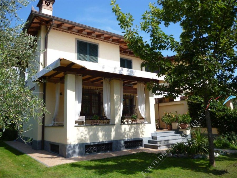 Villa Beatrice  semi detached villa to rent Forte dei Marmi