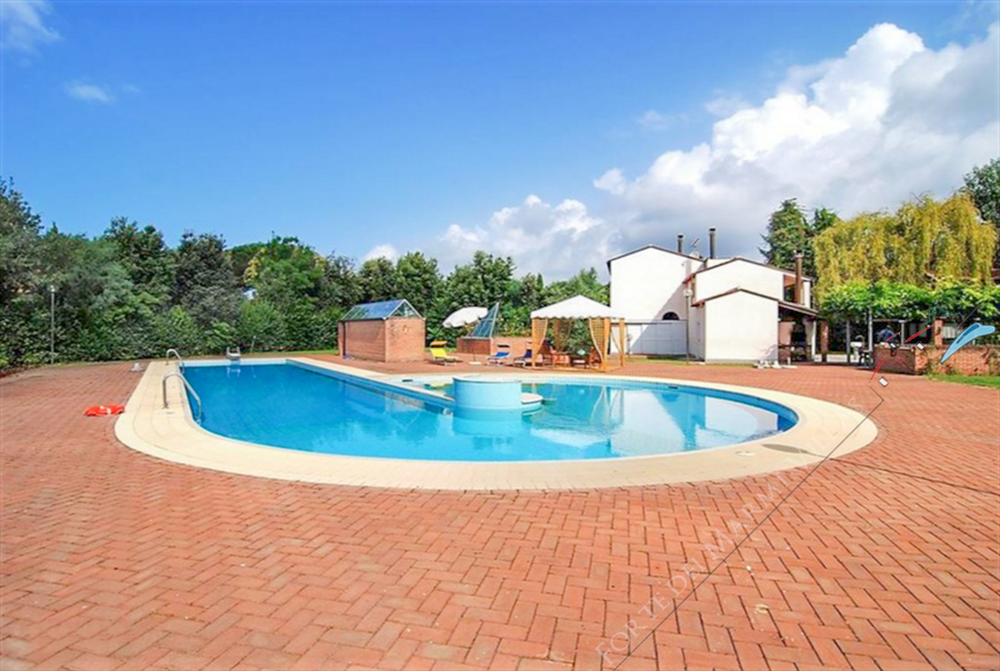 Villa Eden detached villa to rent and for sale Marina di Pietrasanta