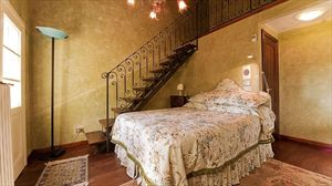 Villa Degli Aranci Lucca : спальня с двуспальной кроватью