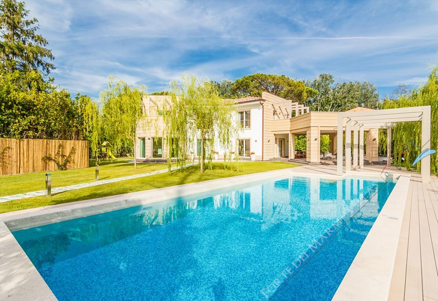 Villa Prestige detached villa to rent and for sale Forte dei Marmi