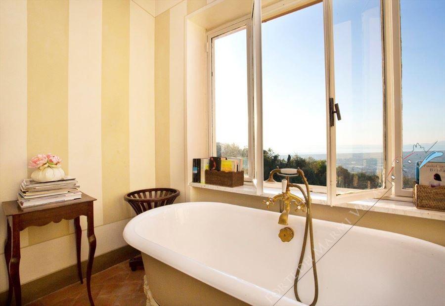 Villa Astri Vista Mare : Bagno con vasca