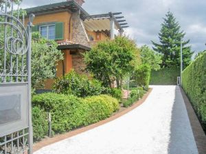 Villa delle Rose : Outside view