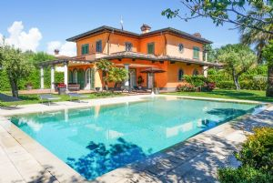 Villa delle Rose : detached villa to rent and for sale Vittoria Apuana Forte dei Marmi