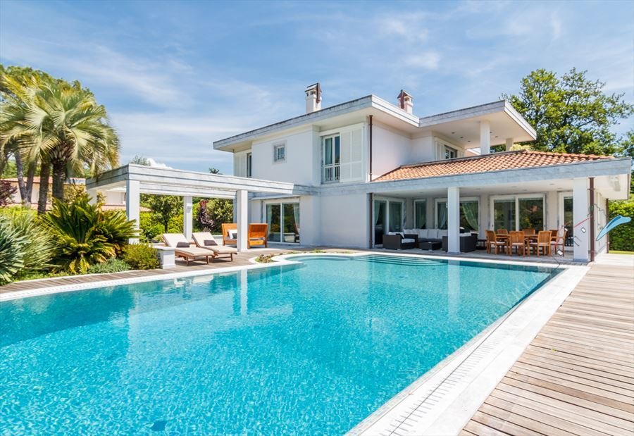 Villa  Brosio  detached villa to rent and for sale Forte dei Marmi