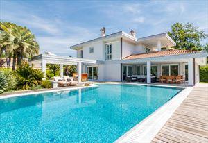 Villa  Brosio  villa singola in affitto e vendita Forte dei Marmi