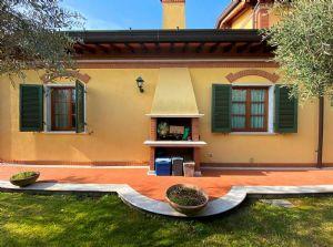 Villa Imperiale : villa singola in affitto e vendita Vittoria Apuana Forte dei Marmi