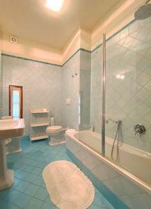 Villa Imperiale  : Bathroom with tube