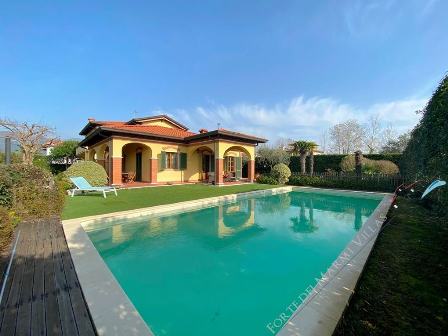 Villa Imperiale detached villa to rent and for sale Forte dei Marmi