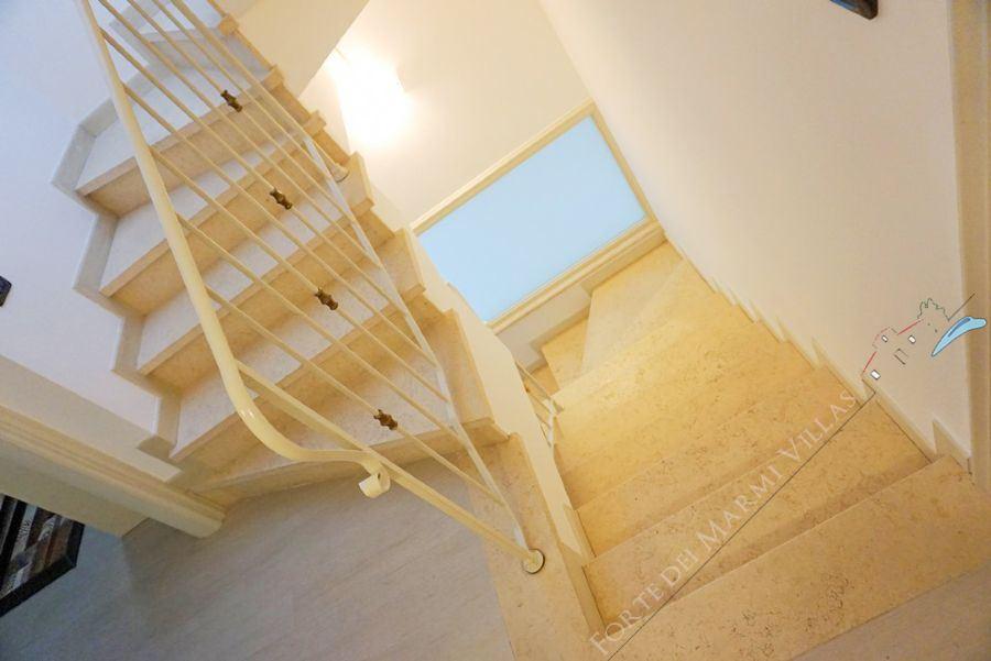Villa Romantica : Marble stairs