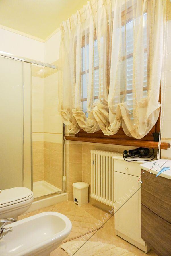 Villa Romantica : Bathroom with shower